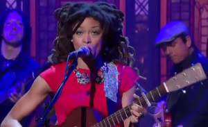 "Watch Out! Valerie June – ""Workin' Woman Blues"" – David Letterman 8-21-13"