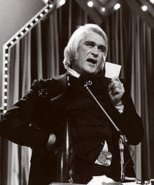 charlie-rich-envelope-john-denver-cma-1975