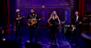 "Elizabeth Cook: ""Pale Blue Eyes"" on David Letterman – 6/2/14 [VIDEO]"