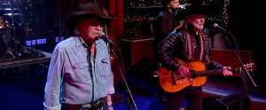 "Watch Out! Willie Nelson & Billy Joe Shaver: ""Hard To Be An Outlaw"" – David Letterman 12/17/2014"