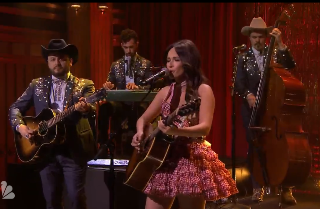 "Kacey Musgraves Performs ""Biscuits"" On Tonight Show With Jimmy Fallon"